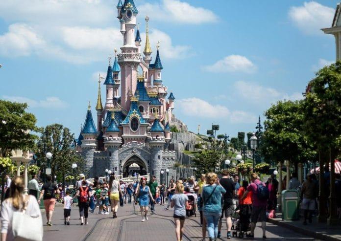 Disneyland Paris rouvre ses portes avec une restriction du nombre de visiteurs